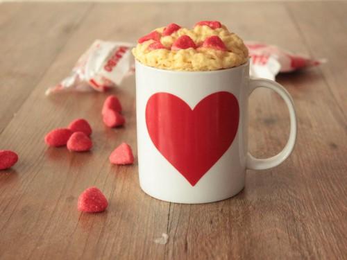 mug cake au chocolat blanc et fraises tagada,mug cake saint-valentin