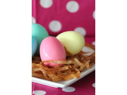 Nid de Pâques aux œufs durs, œufs durs colorés, œufs dur de pâques