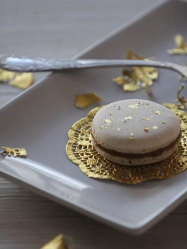 menu de fête,menu de noël,menu nouvel an,brouillade d'œuf aux brisures de truffes,ravioles de foie gras et sauce au sauternes,macaron au caramel beurre salé et feuilles d'or,happy new year menu