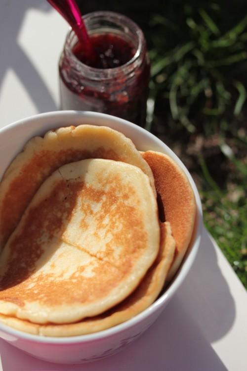 pique-nique goûter,pique-nique en jardin,pancake et confiture,panna cotta vanille