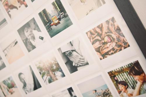 cadre photo polaroid,décoration,diy polaroid,diy : cadre photos polaroid,flamant rose le blog,poladdict