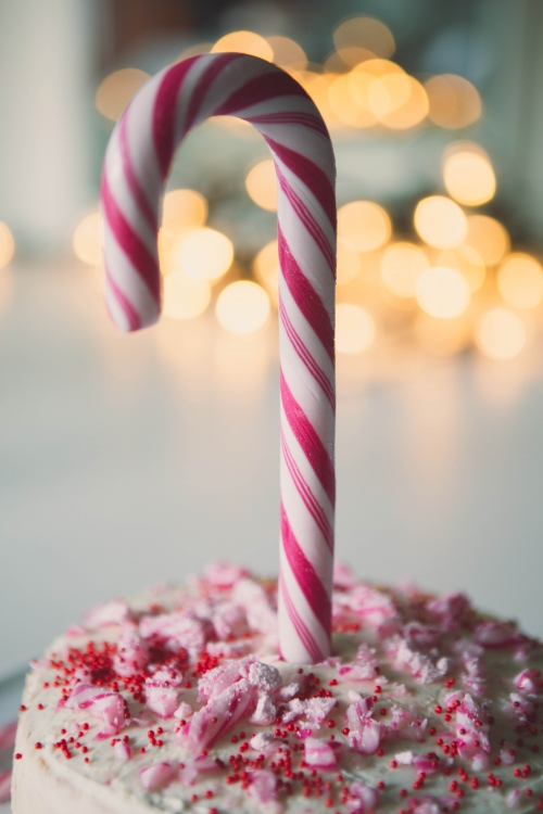 candy cane cake,christmas candy cane cake,christmas candy cane,cake de noel,cake blanc rose rouge,layer candy cake