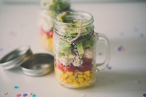 shaker salade,entrée originale,salade,bocaux de salades à shaker