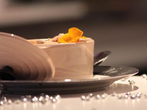 Cassolettes saint-jacques, écrevisses & fleurs de capucine
