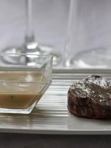 tournedos de bœuf,sauce au foie gras et aux morilles