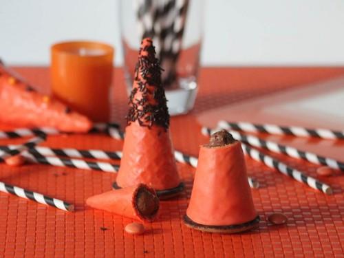recettes d'halloween,mousse au chocolat dans son chapeau de sorcière,desserts chapeaux de sorcières,halloween