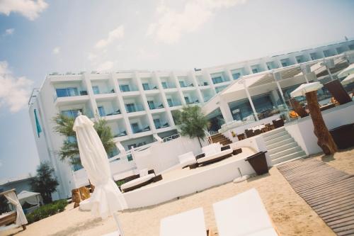 Nikki Beach de Porto Heli, hotel Nikki Beach, flamant rose le blog