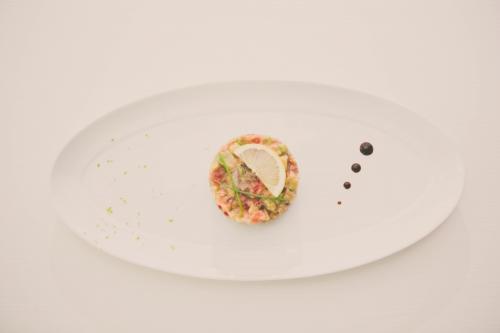 my cooking blog,tartare de saumon fumé au combava tomates et avocat,saumon et combava