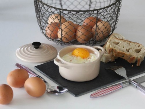 Œufs cocotte lardons, oignons et mozzarella (9).jpg
