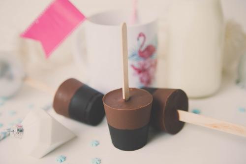 sucettes de chocolat,cadeau gourmand pour noel,sucette pour chocolat chaud,sucette pour chocolat chaud noir et blanc,sucette au chocolat,sucette de chocolat,flamant rose le blog