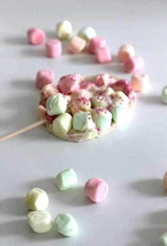 Sucette œuf de pâques {guimauve & chocolat blanc}